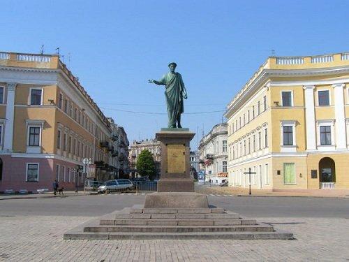 Памятник Дюку