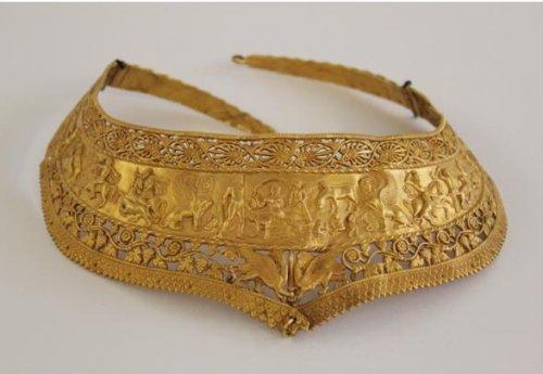 Золотая гривна, работа Рухомовского