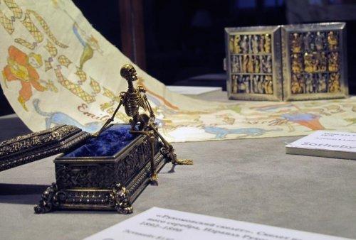 Золотой скелет из сокровищ Мишки Япончика
