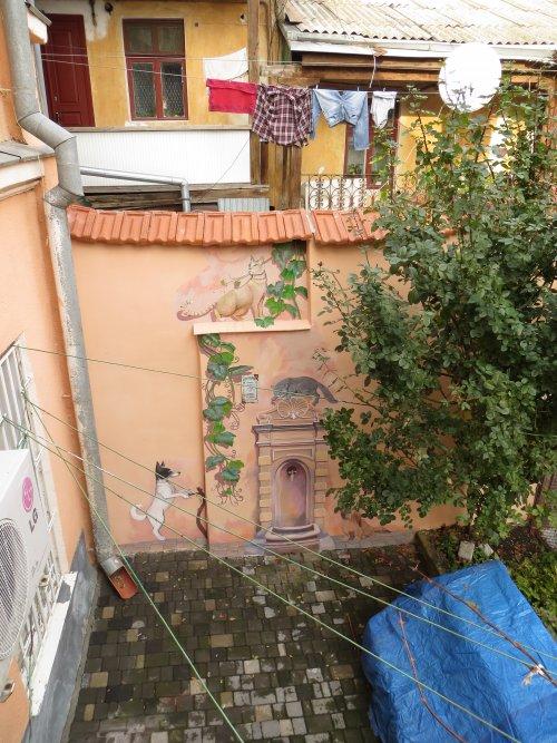 Фреска на стенах утесовского дворика