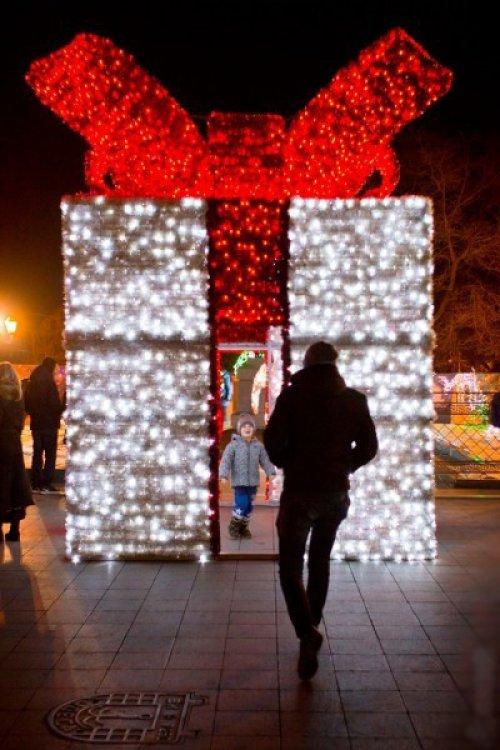 На Приморском бульваре можно стать подарком на Новый год