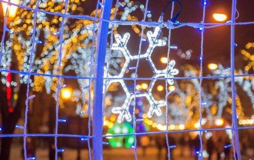 Светящиеся снежинки на Дерибасовской