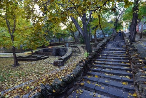 секретная лестница осенью