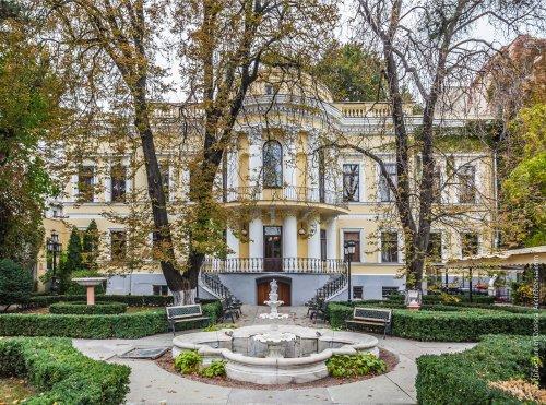 Дворец-усадьба Толстых
