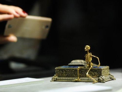 Золотой скелет, работа Рухомовского