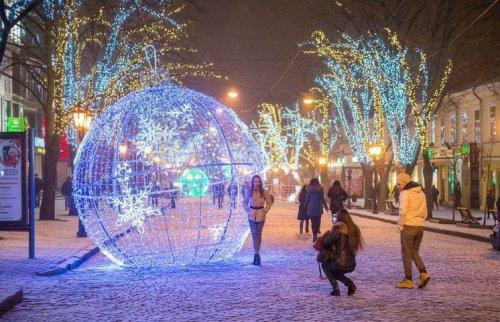 Замечательные светящиеся шары на Дерибасовской